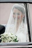 Kate, Alexander McQueen markalı bir gelinlik seçti - 10