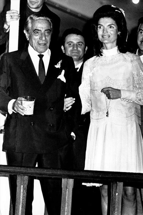 Jackie Kennedy 1968 yılında Aristotle Onasiss ile evlendikten sonra Jackie O. olarak anılmaya başlandı.