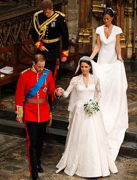 Geçtiğimiz cuma günü gerçekleşen Prens William ve Prenses Catherine'in düğünleri hala tüm dünyanın ilgi odağında... Fakat bu düğün herkesin gözlerini dikip takip ettiği ilk düğün değildi. Gelin tarihte biraz geriye gidelim ve tarihin unutulmayan düğünlerine bir göz atalım!