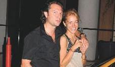 İstanbul Moda Haftası'na defile izlemeye giden Esmersoy orada karşılaştığı arkadaşı Bora Özdemir ile görüntülendi.