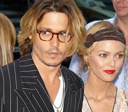 Sevgilisi Johnny Depp'in Angelina Jolie ile birlikte oynadığı The Tourist filmi Vanesas Paradis'nin uykularını kaçırdı.