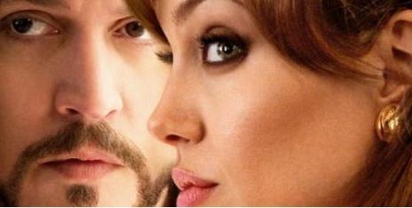 Jolie'nin yine bir film çekimi sırasında Brad Pitt'i Jennifer Aniston'ın elinden aldığını hiç unutmayan Paradis sevgilisine bazı kısıtlamalar getirdi.