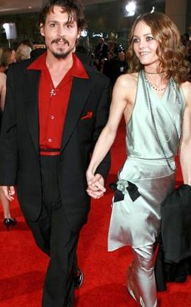 Paradis, sevgilisi Depp'in Jolie ile senaryoda yer alan sevişme sahnesinde oynamasını istemedi.