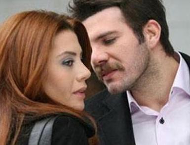 """İzlenme rekorları kıran Yaprak Dökümü dizisinin oyuncularından Gökçe Bahadır'a da bir süredir birlikte olduğu Ali Sunal """"öpüşme yasağı"""" getirdi."""