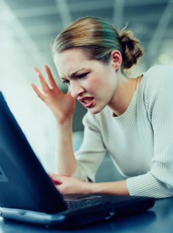 8. Pazartesi işe gelince, tasarruf tedbirleri nedeniyle işten çıkarıldığınızı öğrendiniz. Hemen;  A.Bu konu hakkında bir tweet atarsınız B.Özgeçmişinizi kariyer sitelerine gönderirsiniz C.Bir arkadaşınızı ararsınız D.Eve gidip hıçkıra hıçkıra ağlarsınız