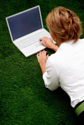 ÖNERİMİZ: Ekranın önünde tek başınıza oturacağınıza, neden sanal dünyadaki deneyimlerinizi web üzerinden başkaları ile paylaşarak bağımlılığınızı faydaya dönüştür müyorsunuz?