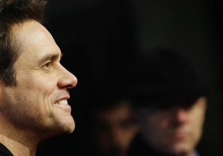 Jim Carrey  Vay! Öcüyü öldürdüler. Bu akşam havada bir şeyler olacak gibi bir hal vardı zaten. Bin Ladin dönemi bitti, sırada ne var?