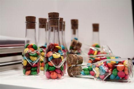 Kalpli şişede bebek şekerleri