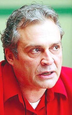 1980 - 1993 yılları arasında İngiltere'de TV dizilerinde ve tiyatrolarda oyuncu olarak görev yaptı. 'Eastenders' dizisinde 250 bölüm canlandırdığı Kıbrıslı Mehmet Osman rolüyle ün kazandı.   Gecenin Öteki Yüzü'nün çekimleri için Türkiye'ye geldi. Daha sonra kariyerini anavatanında sürdürdü.