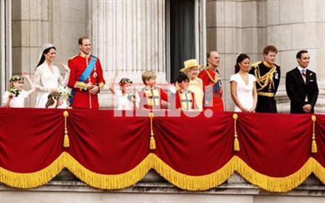 """Kalabalığı görünce gözlerine inanamayan ve hayretini Prens William'la paylaşan Kate Middleton'ın dudaklarından tek bir kelime süzüldü: """"Harika"""""""