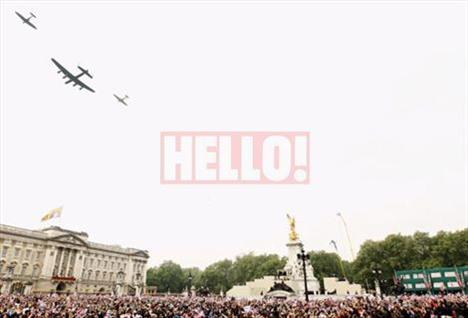Prens William'ın görev aldığı Kraliyet Hava Kuvvetleri'nin uçaklarının yaptığı gösteri milyonları büyüledi.