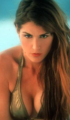 Bir dönem hem gece hayatıyla hem de rol aldığı film ve kliplerle gündemdeydi.