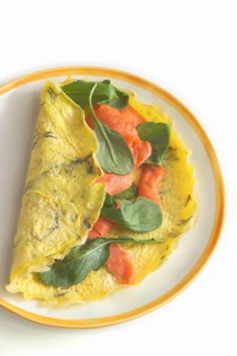 PERŞEMBE Kahvaltı : 1 yumurtalı omlet, 5 adet zeytin, tam tahıl ekmeği, yeşil ekmeği Ara : 1 adet elma Öğle : Peynirli, yağsız, kepekli makarna, salata, ayran 1.Ara : 10 adet fındık 2.Ara : 1 küçük boy muz Akşam : Izgara biftek, mevsim salatası, yoğurt Ara : 1 bardak sür