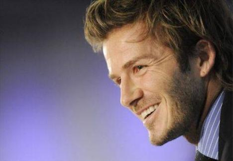 İngiliz futbolcu David Beckham simetri takıntısı olanlardan.