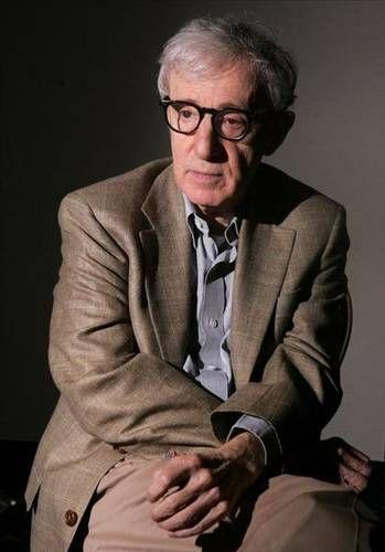 Sinema dünyasının aykırı isimlerinden Woody Allen, aktör,oyun yazarı,senatrist ve aynı zamanda yönetmen.