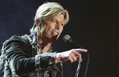 Glam rock'ın babası David Bowie 64 yaşında.