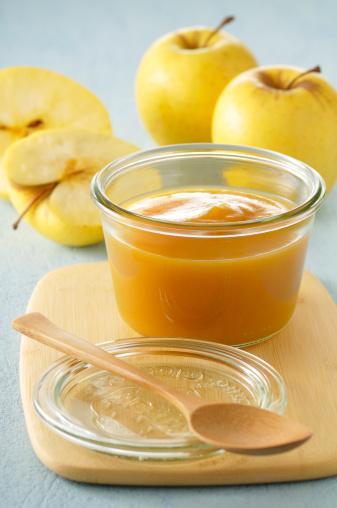 KOMPOSTO 1 orta boy elma 1 orta boy armut 1 orta boy ayva 3 adet kuru kayısı 2 karanfil, 1 çubuk tarçın  Hazırlanışı:  Tümünü 5 bardak suda kaynatıp blendar'dan geçirin.