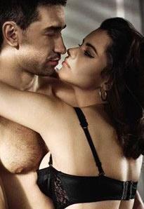 Ünlü manken Adriana Lima, eşi Marco Jaric ile 'yatak odası' pozları vermişti.