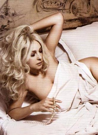 Monica Bellucci de poz vermek için sık sık yatağı tercih ediyor.