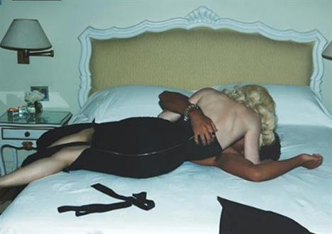 Madonna ve sevgilisi Jesus Luz