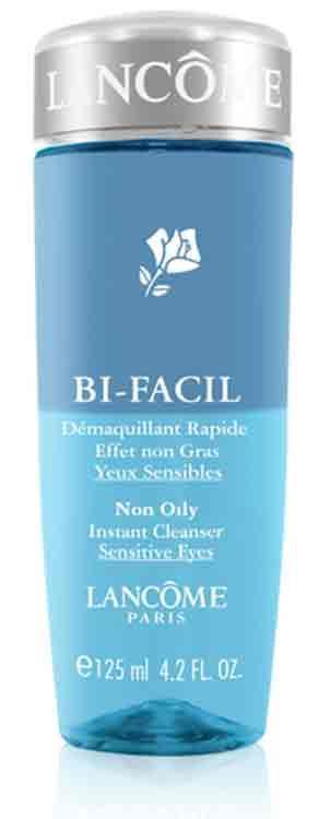 En iyi göz makyajı temizleyicisi  Suya dayanaklı makyaj ürünleri bile iki fazlı olan bu göz makyajı temizleyicisi karşıısnda fazla dayanamıyor.  LANCOME, Bi-Facil  Fiyatı:73 TL