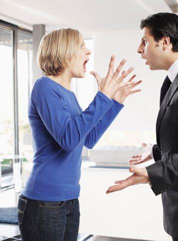 """12-Her hareketinden anlam çıkarın. Her cümlesini 'sen ne demek istiyorsun' diye sorgulayın. 13-Bir dakikadan uzun sessiz kalırsa, sessizliğini sorgulamaya başlayın. """"Ne düşünüyorsun?"""" sorusu favori sorunuz olsun."""