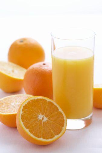 Güneş yanığı   Güneşte fazla kaldınız. Cildiniz acıyor. Enerji verici bir meyve suyu imdadınıza yetişebilir. Bağışıklık sistemini güçlendirerek, cildi güneşin zararlı etkilerinden koruyan bol vitaminli portakal, greyfurt ya da limon suyunu günde birkaç kez için.