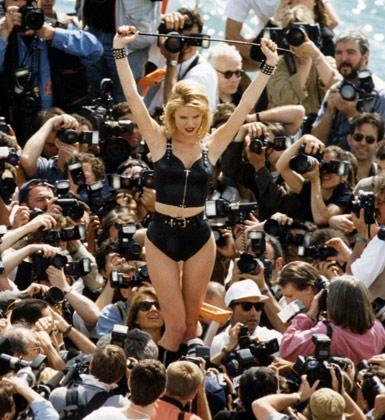 Cannes Film Festivali'nin adı hep skandallar ve yıldızların garip pozlarıyla birlikte anıldı