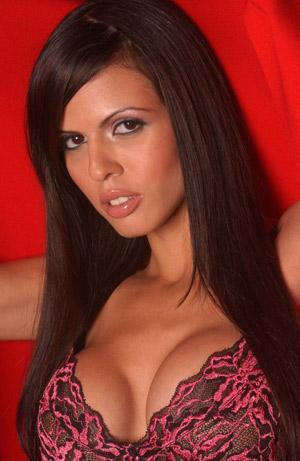 Shy Love   250'den fazla porno filmde oynayan Shy Love, üniversite sonrası muhasebe alanında yüksek lisans yaptı.