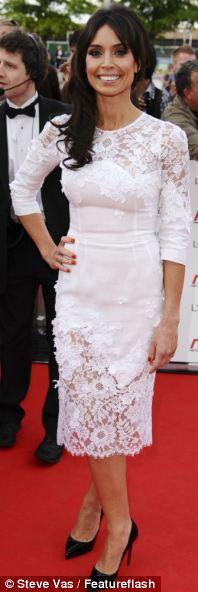 Christine Bleakley'in giydiği dantelli saten elbiseye tek kelimeyle bayıldık!