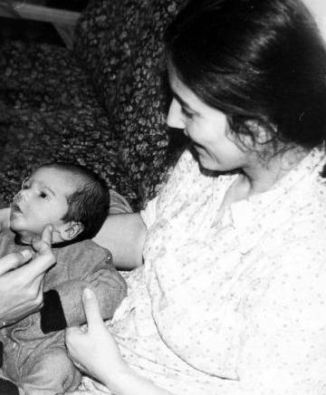 BETÜL ARIM  Oyuncu Betül Arım, Türkiye'nin aranılan jönlerinden birinin annesi.