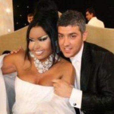 Bülent Ersoy- Armağan Uzun:   Ersoy, Star TV'de juri üyeliği yaptığı Popstar Alaturka'nın yarışmacılarından Armağan Uzun'a âşık olarak, 07.07.2007'de Çeşme'de evlendi.   Evlilikleri henüz 20 günü doldurmuştu ki, Armağan'ın İzmir'de bir genç kızla kaçamağı ikilinin arasını açtı. Beş ay ayrı yaşadıktan sonra çift, 2008'de resmen boşandı.
