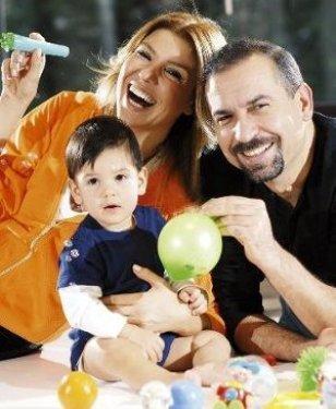 Öte yandan, Erdoğan'ın son bir yıldır eve yalnızca çocuklarını görmeye geldiği söylenmişti.   En sonunda Gülben Ergen, avukatı Kezban Hatemi aracılığıyla üç gün önce Sarıyer Aile Mahkemesi'de boşanma dilekçesi verdi.