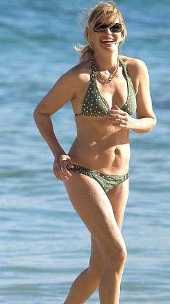 JULIA ROBERTS  Bir zamanların Özel Bir Kadın'ı Julia Roberts geçenlerde Hawai'de tatil yaparken bikinisiyle görüntülendi.   Üç çocuk annesi olan 41 yaşındaki Roberts, karnındaki ve basenlerindeki selülitlerle dikkat çekti.
