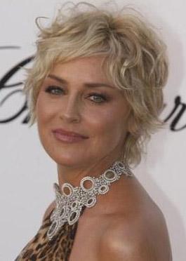 Ama Stone buna rağmen 50 yaşında ve hala dünyanın en güzel kadınlarından biri.