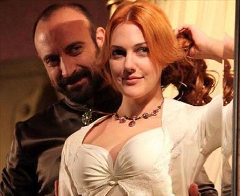 Bu karakteri Halit Ergenç canlandırıyor.