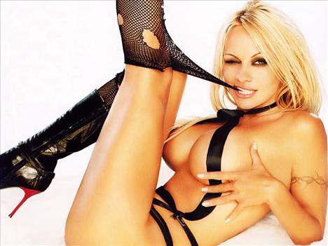 Pamela Anderson: 1996'da evlendiği eski eşi Tommy Lee ile balayına giden oyuncu Pamela Anderson, fantazi amacıyla ilişkilerini kameraya çekmişti.