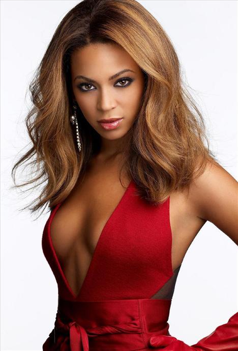 Beyonce: Birkaç yıl önce onun da sevgilisi Jay-Z ile olan sevişme görüntüleri olduğu söylendi. İddiaya göre Las Vegas'ta bir otelde kalan çift, otel çalışanları tarafından odalarına konulan kamerayla görüntülendi.