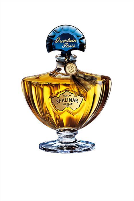 Guerlain'in klasik  Shalimar  parfümü ilk çıktığı yıllardan beri oldukça popüler. Çin esintili bergamot ve vanilya aromalı kokusu ve yenilenen şişesiyle Ağustos ayından itibaren raflardaki yerini alacak.