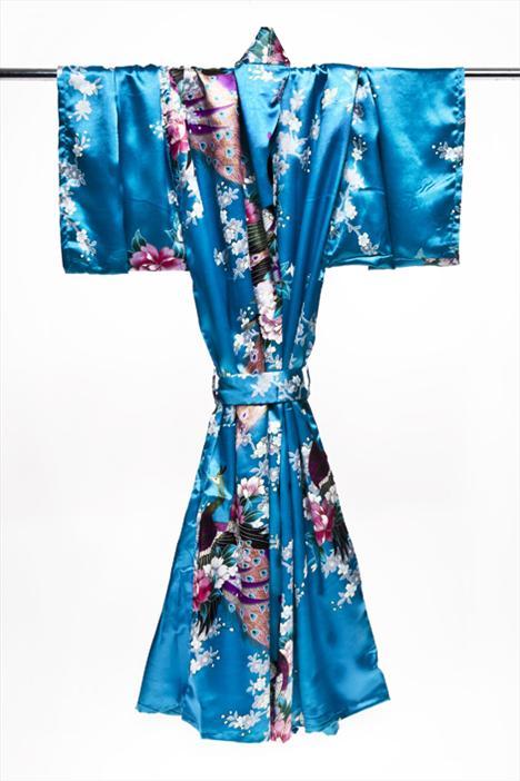 Tabii ki klasik bir kimonodan başka hiçbir şey Uzakdoğu kültürünü bu kadar güçlü yansıtamaz. Japonlar bu giysiyi sadece özel günler için saklayadursun, sizin evinizin rahatlığında kimonoları giymek için özel bir neden aramanıza gerek yok.