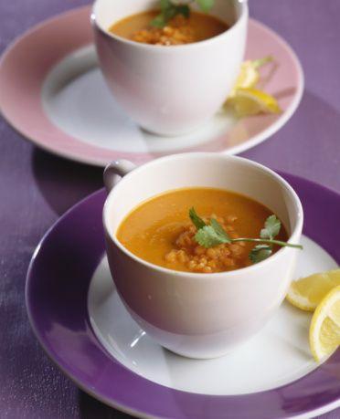 CUMARTESİ  Kahvaltı : Light peynir ve 2 dilim yulaf ekmeğine tost, yeşil biber, 1 fincan rezene çayı ya da 1 fincan form çayı  Ara : 1 adet yeşil elma,3 adet ceviz  Öğle : Izgara bonfile (200 gr.), yalnızca bulgur, kırmızı mercimek, soğan ve sarımsakla yapılmış mercimek çorbası, 1 fincan rezene çayı, 2 fincan sıcak su Ara : 2 dilim ananas, 1 adet  kivi ve 1 adet  armuttan yapılmış meyve salatası  Akşam : Tavuk (150 gr.), zeytinyağlı ve limonlu yeşil salata, 1 fincan rezene çayı, 2 fincan sıcak su  Ara : 1 adet yeşil elma