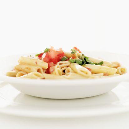 PAZAR  Kahvaltı : 1 yumurta sarısı ve 2 yumurta beyazından yapılmış omlet. Ayrıca peynir ve yeşillik eklenebilir. 2 fincan rezene çayı, 1 fincan form çayı  Ara : 1 adet yeşil elma, 3 adet ceviz  Öğle : Sebzeli – kepekli makarna, 1 fincan rezene çayı, 2 fincan sıcak su  Ara :  1 adet yeşil elma,  Akşam : Balık ızgara, yeşil salata, sebze çorbası, 1 fincan rezene çayı, 2 fincan sıcak su  Ara : 1 adet armut