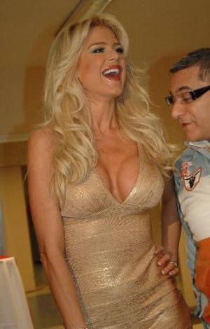 İtalya'da da Çarkıfelek programının hostesliğini yapan güzel mankenin yaptığı açıklamalar da çok konuşuldu...