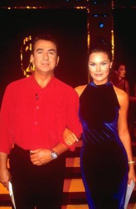 Şallı kariyerinin başlarında Erhan Yazıcıoğlu ile birlikte kamera karşısına geçti.