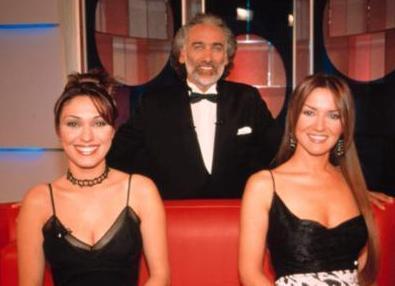 """ŞİMDİ TV YILDIZI   Zuhal Topal, Sinan Çetin'in sunuculuğunu yaptığı reality şov programı olan """"Film Gibi""""de hostes olarak görev aldı."""