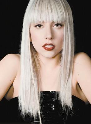 Forbes dergisi 2011'in en güçlü ünlülerini açıkladı. Listenin birinci sırasında yılda 90 milyon dolar kazanan Amerikalı şarkıcı Lady Gaga var.   Forbes'a göre, Lady Gaga'yı listenin başına taşıyansa şarkıcının sosyal medyadaki gücü... Lady Gaga'nın Facebook'ta 32 milyon ve Twitter'da 10 milyondan fazla takipçisi var.