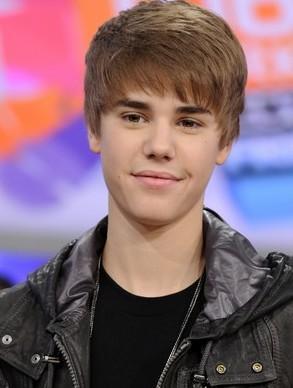3- Justin Bieber  Listede üçüncü sırada 17 yaşındaki Amerikalı genç şarkıcı Justin Bieber var. Yıllık 53 milyon dolarlık geliri ile Bieber da Lady Gaga gibi sosyal medyayı iyi kullananlardan...