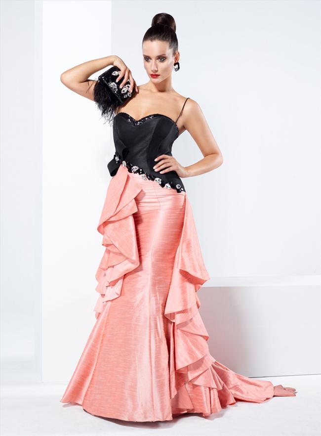 Birçok ünlünün de tercih ettiği marka Tarık Ediz Abiye, koleksiyonunda büyük bedenli hanımlara da özel tasarımlarıyla şıklık imkanı sunuyor.