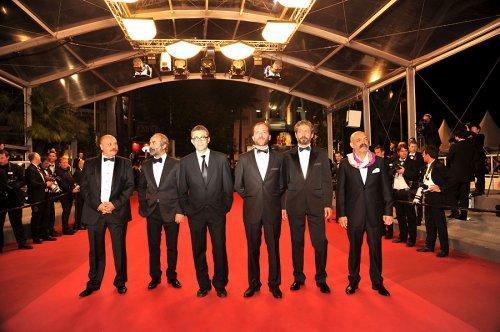 Başrollerini Yılmaz Erdoğan, Taner Birsel, Muammer Uzuner, Ahmet Mümtaz Taylan'ın başrollerde yer aldığı filmde bir doktor ve savcının 12 saate yayılan gerilimli hikayesi anlatılıyor.