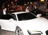 Sayan oğluna beyaz bir Audi R8 hediye etti.